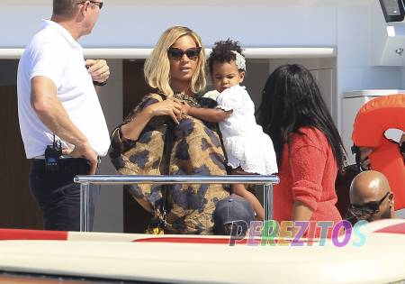 beyonce-blue-ivy-jay-z-leave-yacht-formentera-spain-fame__oPt