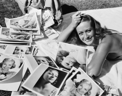 joan-crawford-answering-fan-mail