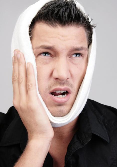 Mann Zahnschmerz Leiden