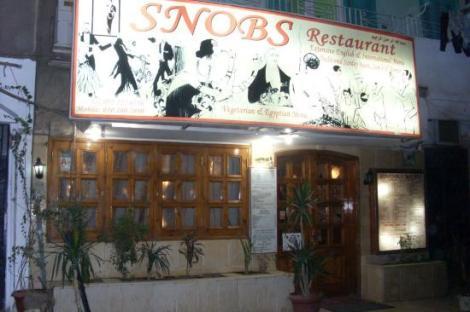 snobs-restaurant-outside