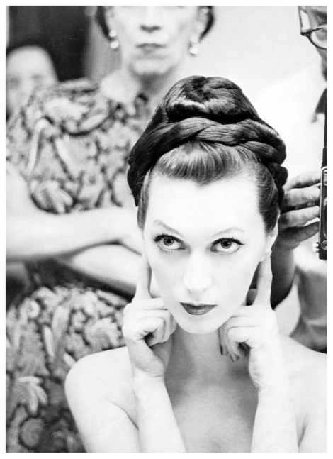 dovima-and-a-barely-visible-diana-vreeland-and-avedon-hair-by-enrico-caruso-photo-by-avedon-new-york-studio-july-1955.jpg